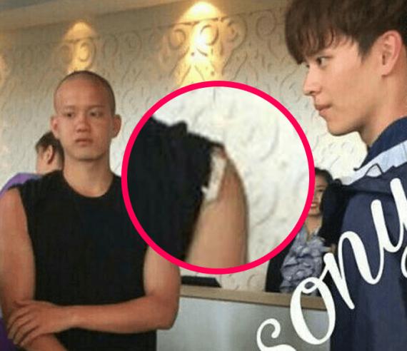 netizen-noi-gian-khi-2-idol-kpop-bi-dam-dong-bau-veo-do-nguoi-4
