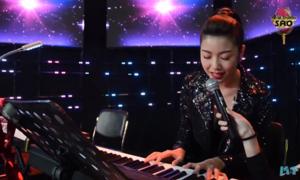Á hậu Thúy Vân khoe tài đàn hát 'Lạc trôi'