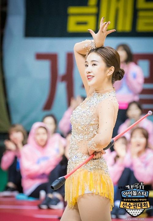 loat-idol-khoe-duong-cong-trong-trang-phuc-the-duc-dung-cu-8