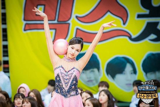 loat-idol-khoe-duong-cong-trong-trang-phuc-the-duc-dung-cu-2