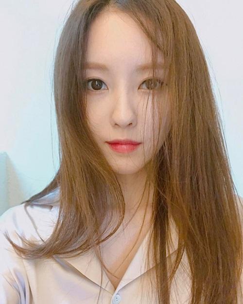 sao-han-3-2-soo-young-khoe-chan-thon-goi-cam-hyo-min-bieu-cam-do-nhu-tuong-1