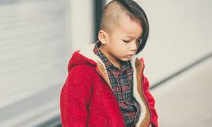 Con trai 3 tuổi của Đỗ Mạnh Cường cạo tóc bên ngắn bên dài 'lãng tử'