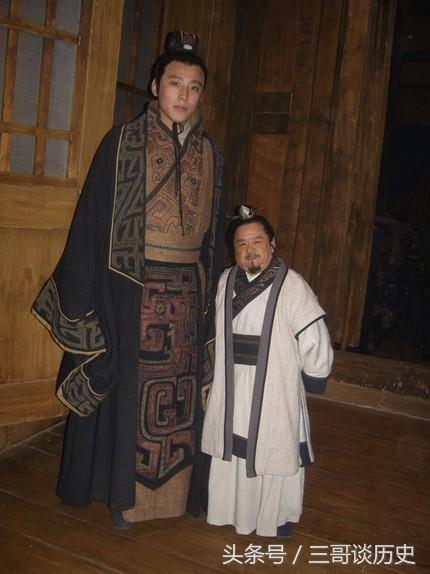Dù chiều cao thấp bé nhưng Trần Tam Mộc (phải) không cảm thấy tự ti