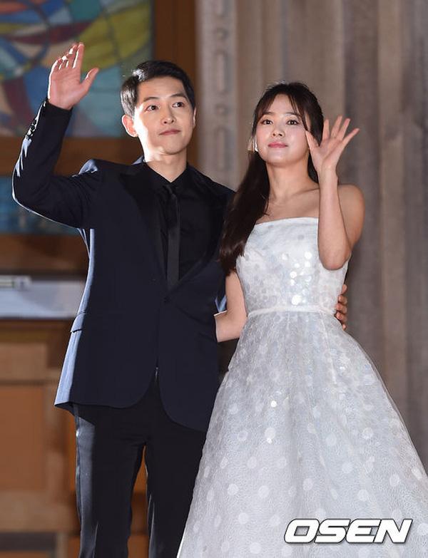 netizen-se-mo-tiec-an-mung-neu-nhung-cap-doi-nay-ve-mot-nha-nam-2017-5