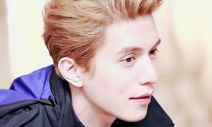 'Thần chết' Lee Dong Wook đẹp như thần tiên với tóc vàng sáng