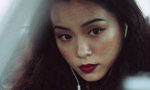 'Bản sao' Tăng Thanh Hà khoe khả năng diễn xuất trong MV