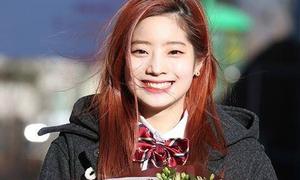 Da Hyun khóc nức nở khi được Twice đến chúc mừng lễ tốt nghiệp