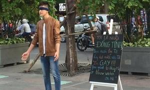 'Tôi đồng tính, bạn muốn ôm hay tạt nước' - chàng trai hot nhất phố đi bộ Nguyễn Huệ