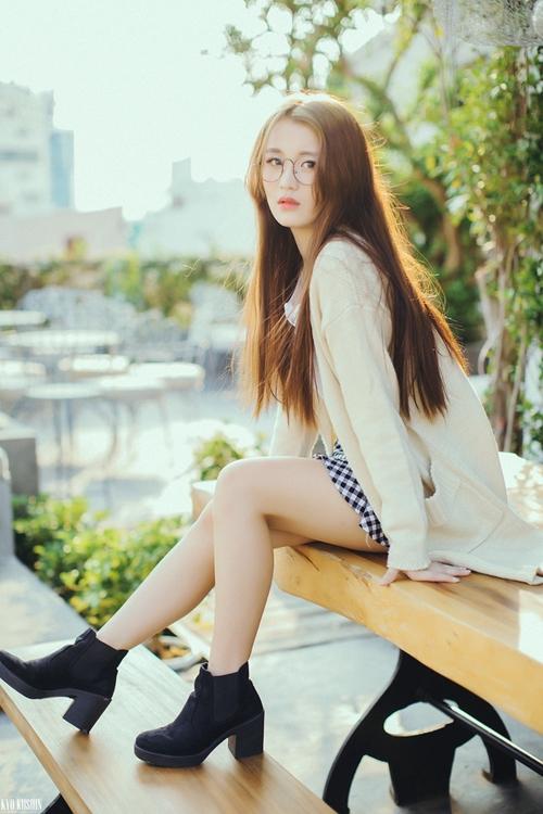 nhan-sac-nhu-idol-cua-co-gai-han-gay-sot-tai-giong-hat-viet-3