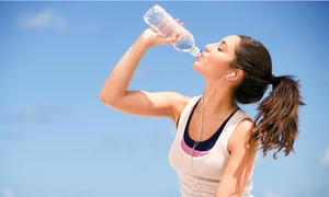 Video chỉ ra bạn uống nước sai cách mà không biết