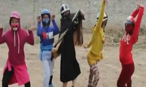 5 anh em siêu nhân phiên bản 'miễn bình luận'