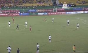 Pha thi đấu nực cười nhất trên sân cỏ Việt Nam