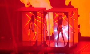 TWICE sexy 'nghẹt thở' trong concert đầu tiên