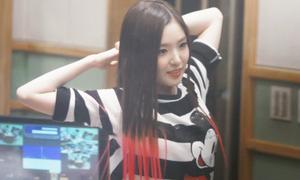 Irene mặc đi mặc lại chiếc áo thun hoạt hình này suốt 2 năm