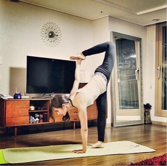 sao-han-nguoi-khoe-dang-sexy-ke-kho-so-khi-tap-yoga-5