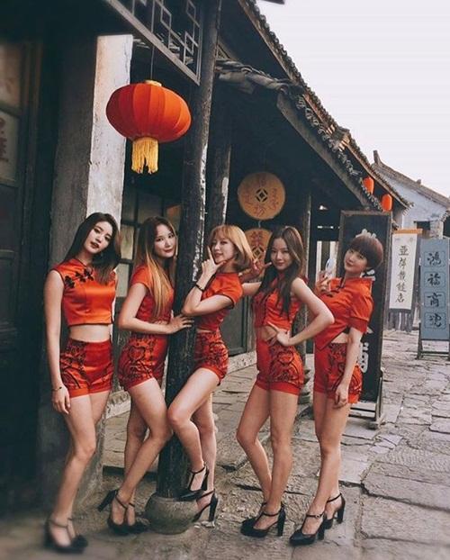 sao-han-23-2-song-hye-kyo-tinh-tu-ben-yoo-ah-in-exid-chan-dai-hut-mat-1