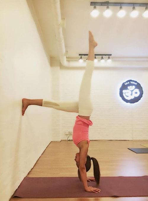 sao-han-nguoi-khoe-dang-sexy-ke-kho-so-khi-tap-yoga-4