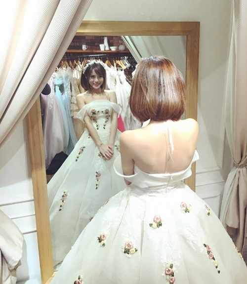 Tú Linh xinh đẹp hút ánh nhìn khi diện váy cưới
