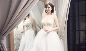 Hot girl Tú Linh hút ánh nhìn khi diện váy cưới