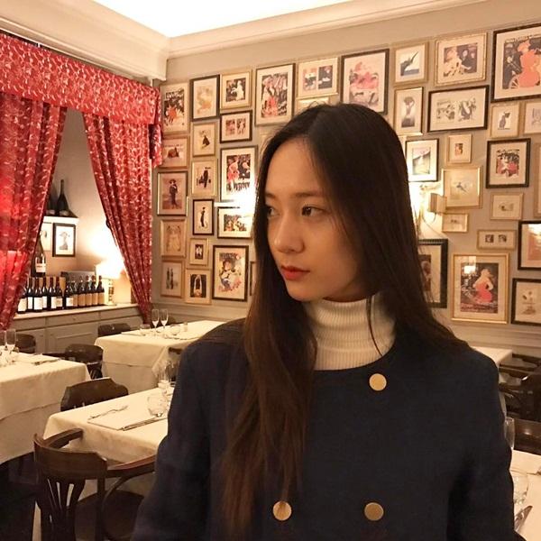 sao-han-27-2-krystal-mat-nghieng-lanh-lung-cl-quen-mac-ao