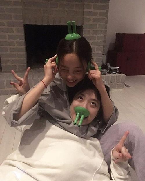 sao-han-27-2-krystal-mat-nghieng-lanh-lung-cl-quen-mac-ao-2