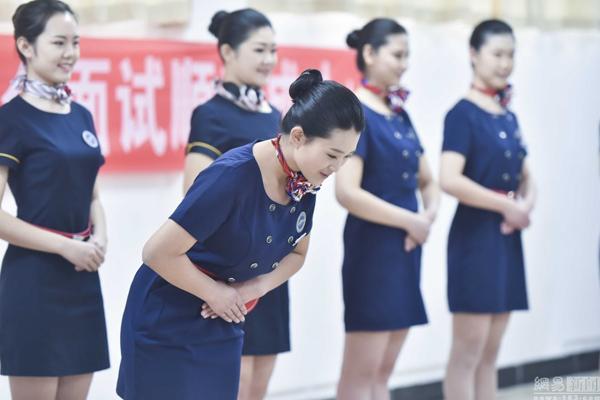 thi-tuyen-vao-truong-hang-khong-trung-quoc-nghiem-ngat-hon-chon-ban-doi