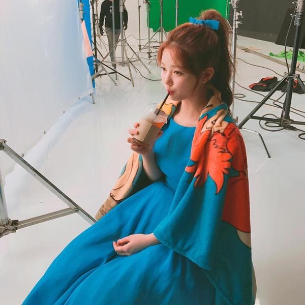 sao-han-1-3-soo-young-min-ho-giong-nhau-nhu-chi-em-sulli-xinh-tu-be-6