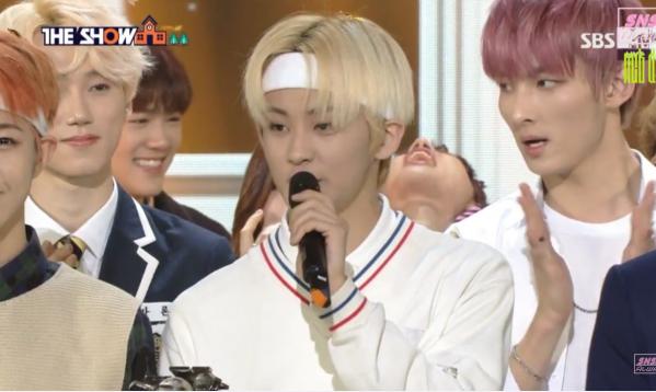3-lan-idol-kpop-bi-che-tho-lo-khi-dong-nghiep-nhan-cup
