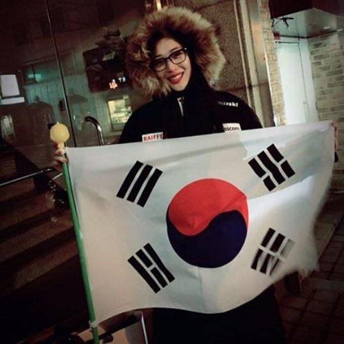 sao-han-2-3-top-di-dau-cung-khac-nguoi-tae-yeon-lo-nua-mat-van-cute-2-3