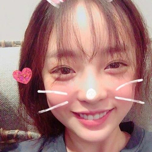 sao-han-2-3-top-di-dau-cung-khac-nguoi-tae-yeon-lo-nua-mat-van-cute-2-6