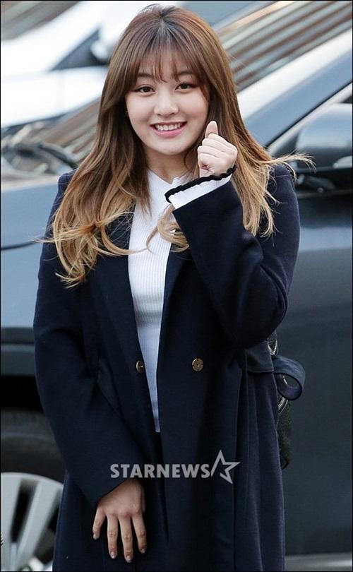tae-yeon-tre-trung-khong-kem-twice-khi-den-music-bank-9