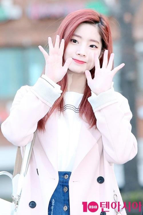 tae-yeon-tre-trung-khong-kem-twice-khi-den-music-bank-11