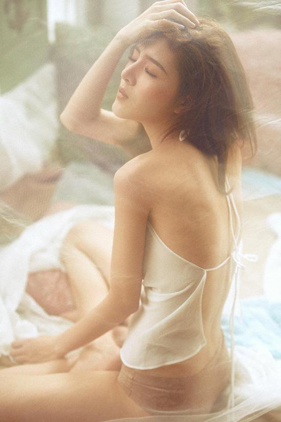 sao-viet-4-3-diem-my-tao-dang-kho-hieu-voi-bikini-kha-ngan-xinh-nhu-sao-han-7