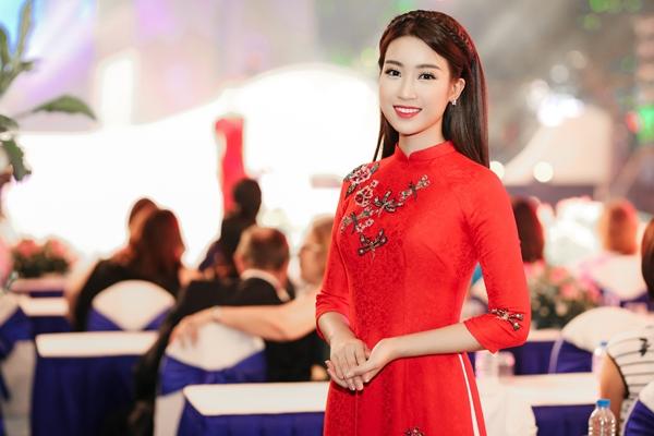 my-linh-dien-ao-dai-dep-khong-goc-chet-5