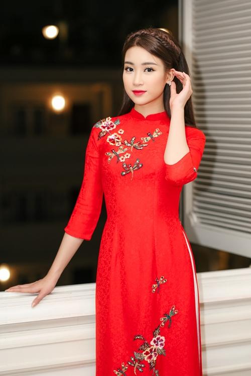 my-linh-dien-ao-dai-dep-khong-goc-chet-1