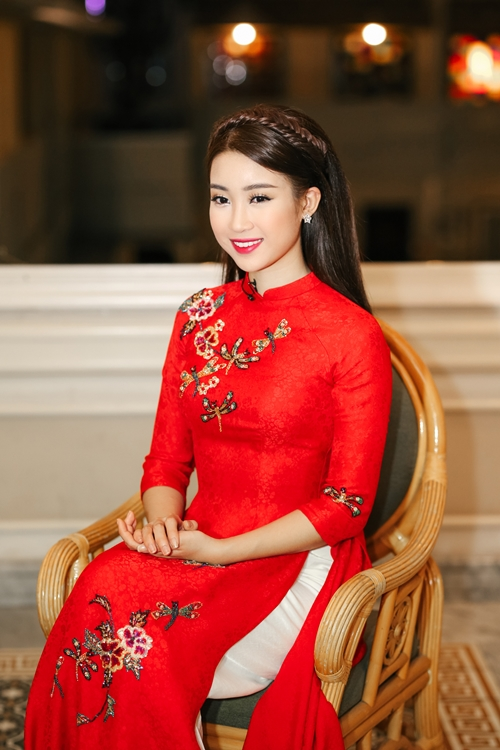my-linh-dien-ao-dai-dep-khong-goc-chet-3