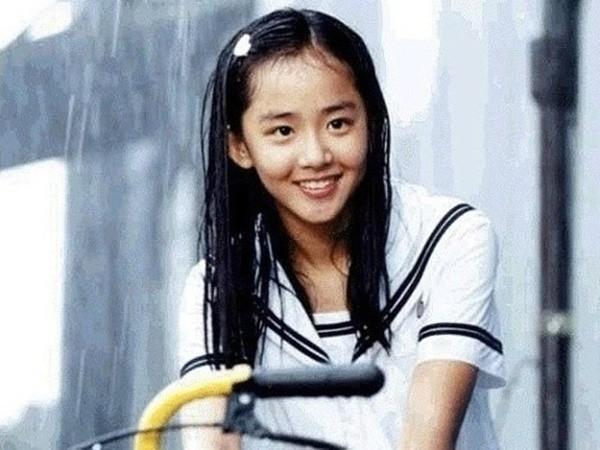 moon-geun-young-trai-qua-4-cuoc-phau-thuat-1