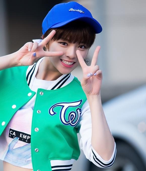 co-nang-tomboy-jeong-yeon-twice-ngay-cang-nu-tinh-nho-nuoi-toc