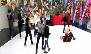 BTS chật vật với vũ đạo 'Not Today' phiên bản bịt mắt bịt tai