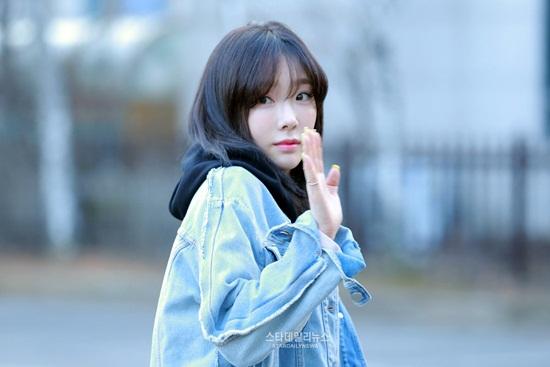 tae-yeon-an-gian-chieu-cao-twice-rang-ro-tren-duong-di-lam-1