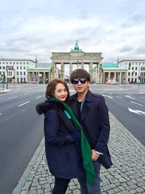 [Caption]Cả hai thường xuyên chia sẻ ảnh đi du lịch cùng nhau rất tình tứ.