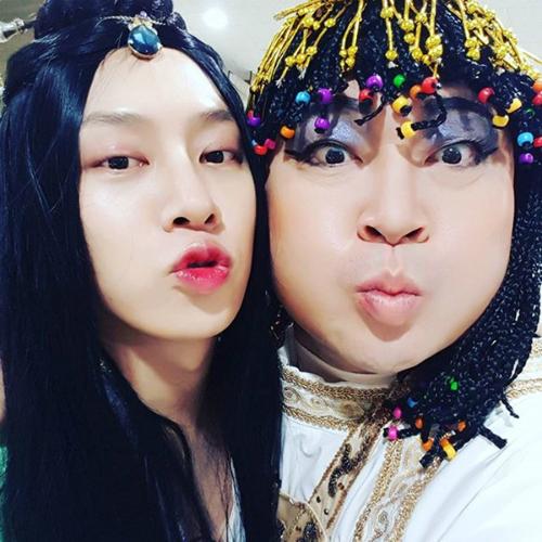 sao-han-12-3-yuri-mat-xinh-dang-dep-na-yeon-cuoi-khoe-rang-tho-cute-3