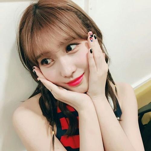 sao-han-12-3-yuri-mat-xinh-dang-dep-na-yeon-cuoi-khoe-rang-tho-cute-2