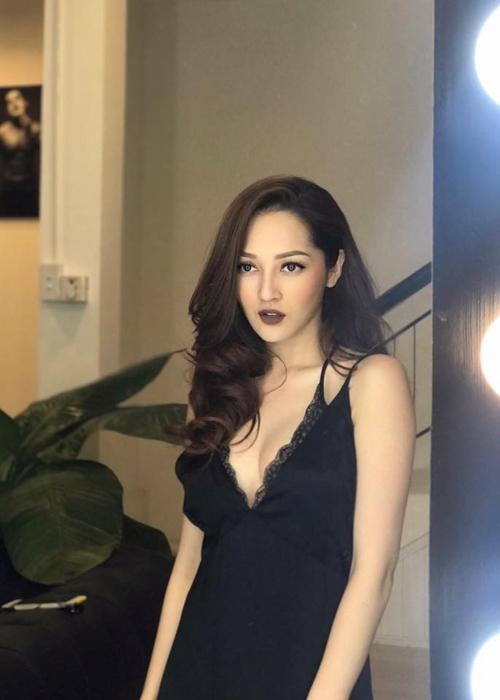 sao-viet-14-3-hari-won-nhong-nheo-voi-chong-ngoc-trinh-kin-dao-bat-ngo-3