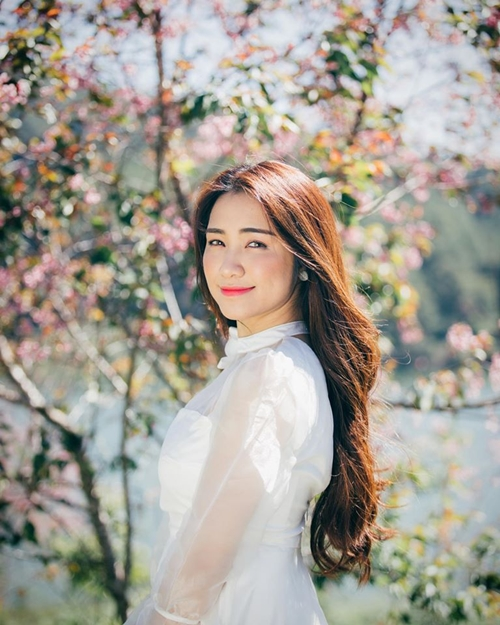 sao-viet-14-3-hari-won-nhong-nheo-voi-chong-ngoc-trinh-kin-dao-bat-ngo-6
