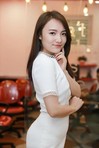 cong-to-len-chuc-ceo-duoc-trang-moon-hon-ma-4