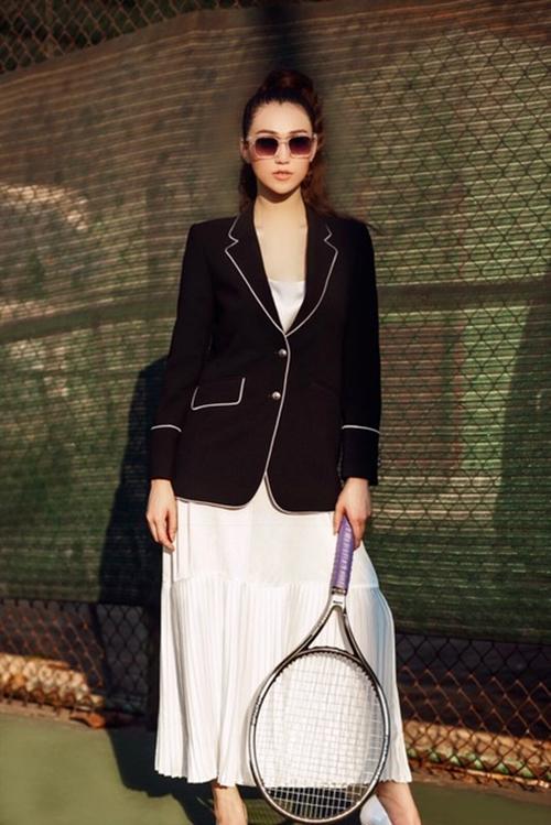 khanh-my-choi-troi-di-giay-cao-got-danh-tennis