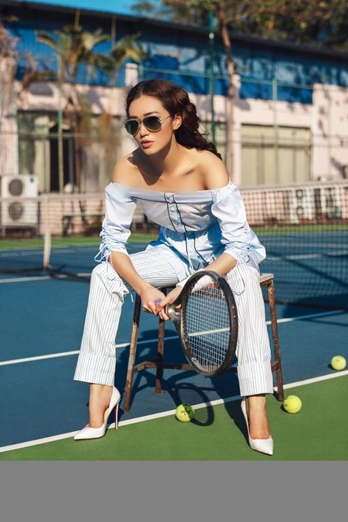 khanh-my-choi-troi-di-giay-cao-got-danh-tennis-4