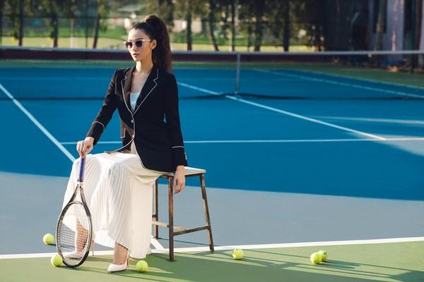 khanh-my-choi-troi-di-giay-cao-got-danh-tennis-2