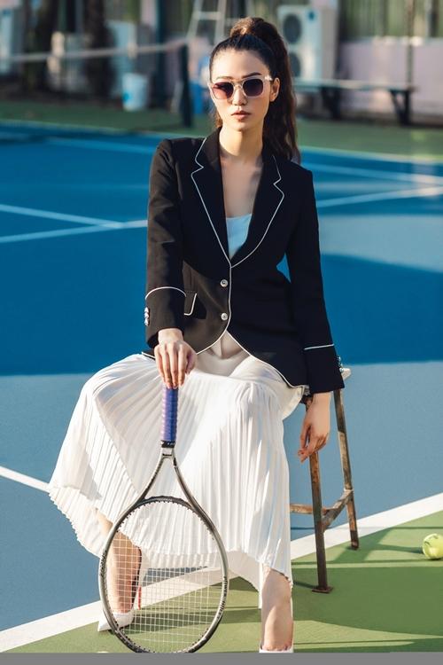 khanh-my-choi-troi-di-giay-cao-got-danh-tennis-1
